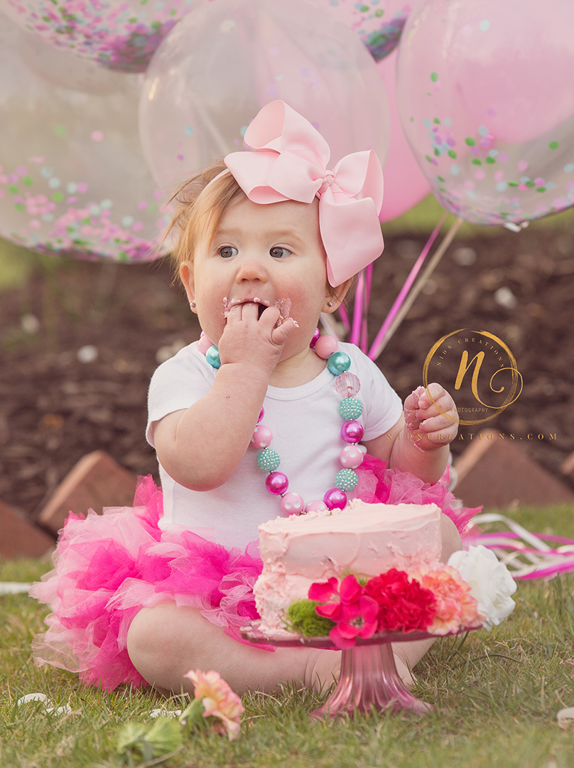 first birthday session with baloons and cake
